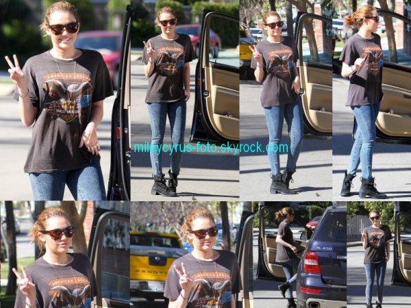 Des photos de la belle Miley  (3 février) à Beverly Hills.