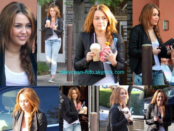 Miley s'est rendue (5 février) au Coffee Bean de son quartier, à Toluca Lake, pour y chercher un café glacé.