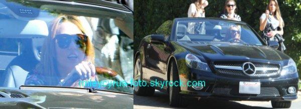 Miley a été photographiée hier (11 février) au volant de sa nouvelle voiture à LA.