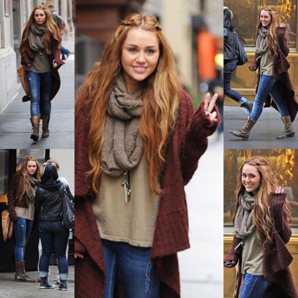 C'est radieuse que Miley a été photographiée hier (28 février) dans les rues de NYC allant s'acheter des chaussures.