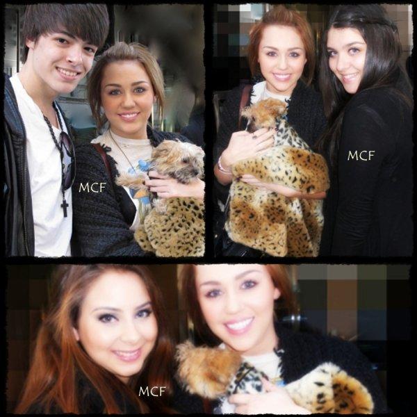 Notre belle Miley et Lyla posant avec des fans !!!