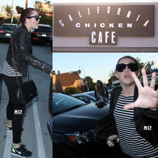 Miley défend sa mère Tish foto complementaire de l'article ci-dessous.