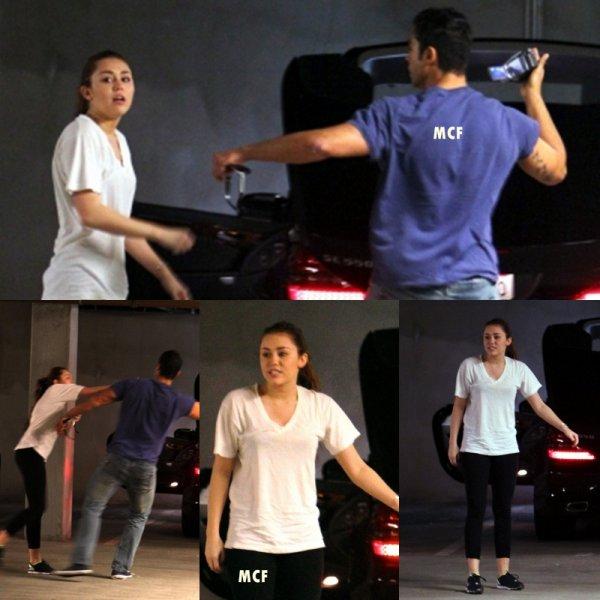 Miley a été photographiée hier (9 mars) quittant son cours de gym à Hollywood, et une nouvelle altercation a eu lieu avec un paparazzo pour un motif encore inconnu.