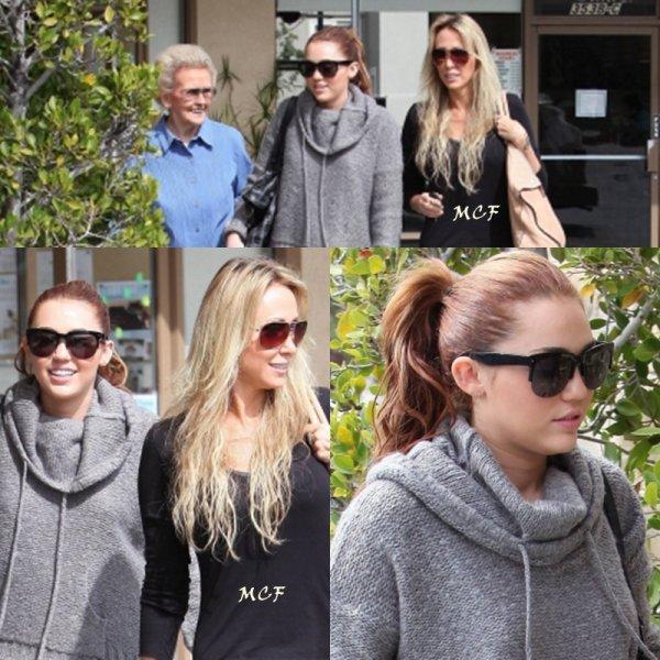 Ce sont 3 générations de Cyrus qui sont sorties hier (17 mars) à Toluca Lake, en effet la belle Miley s'est promenée en compagnie de sa grand-mère et de sa maman.