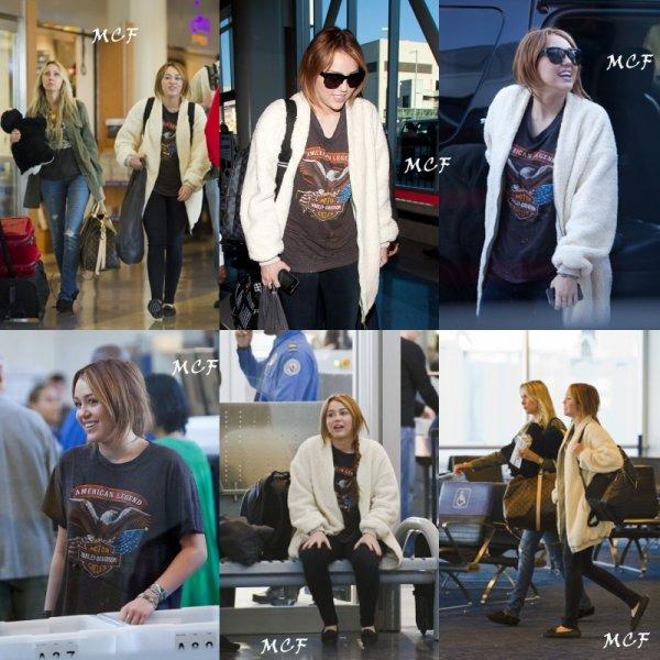 Miley & sa mère à l'aéroport, Los Angeles.