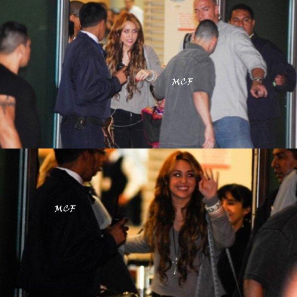 Miley accueillie par des milliers de fans au Pérou !!!
