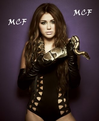 Nouvelle photo de Miley avec un serpent !!!