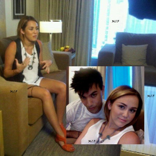 Une photo datant d'hier (24 mai), de Miley donnant une interview au Panama et deux photos perso !