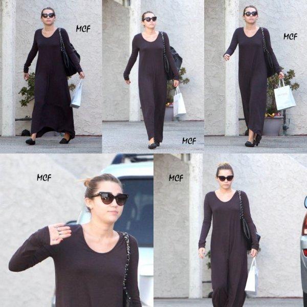 Après quelques jours sans news, Miley a enfin montré le bout de son nez le hier ( 24 septempbre ) en se rendant à la banque après s'être rendue dans un salon de beauté à Los Angeles !!!