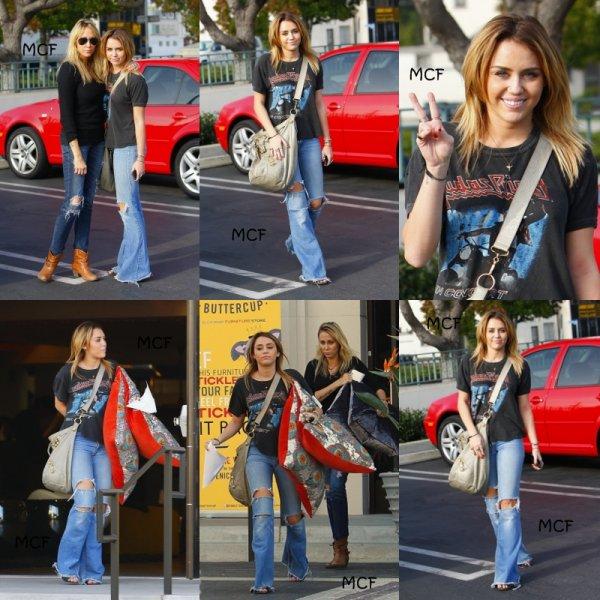 Miley et Tish achètent des oreillers marocains !!!