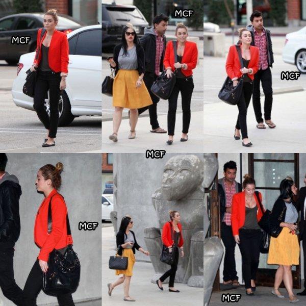 Miley est allée faire un peu de shopping hier (11 novembre) chez Maxfield avec Denika avant d'aller déjeuner !!!