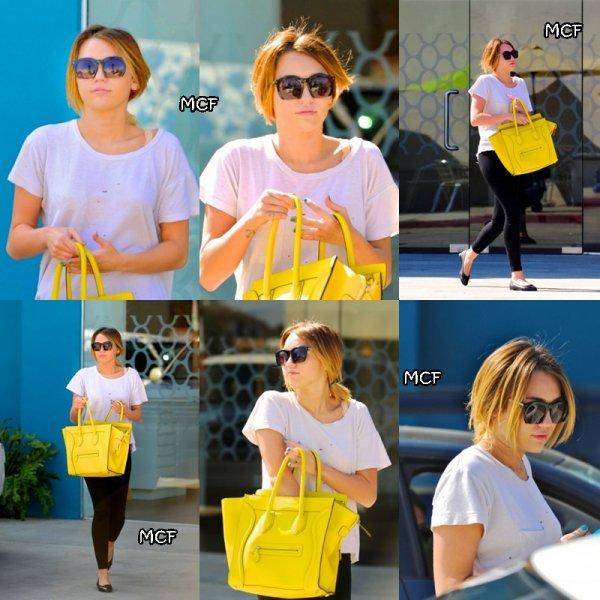 Nouvelles photos datant d'hier matin Miley allant à son cour de Pilate !!!