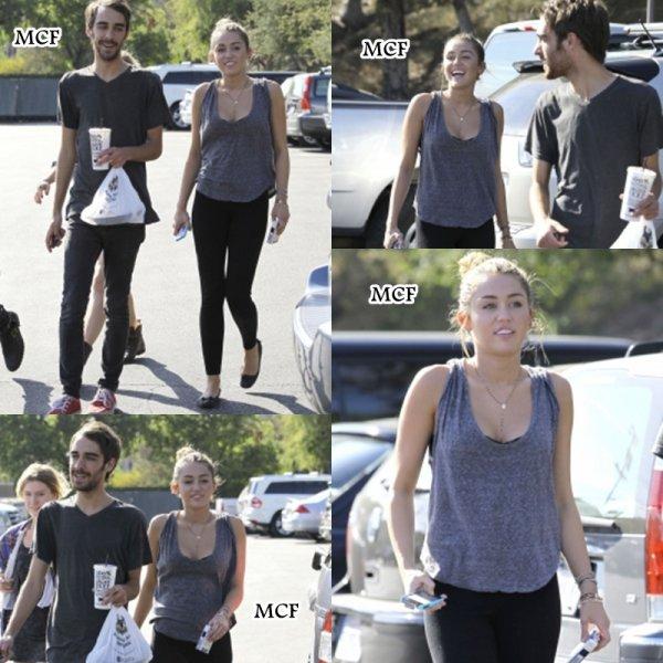 Miley quittant son cours de pilates hier et ensuite avec Cheyne et quelques amies quittant le restaurant Sharky's !!!