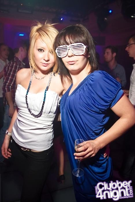 Les amis c'est comme les lunettes, ça donne l'air intelligent mais ça se raye facilement Heureusement des fois on tombe sur des lunettes vraiment solides. .