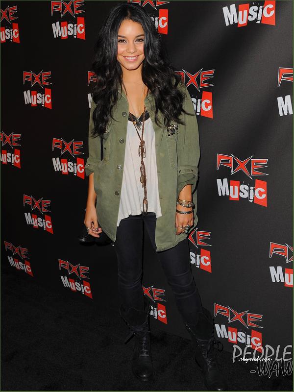 Vanessa a assisté au concert AXE Music One Night Only  Ton avis sur la Tenue ,coiffure et make-up de Vanessa ?  Perso ,ça change mais j'adoooore Touuuut <3 ! Vanessa Hudgens