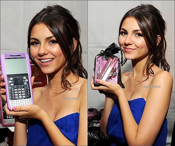 08 Août 2010 Victoria sur le tapis bleu et dans les Backstage des Teen Choise Awards 2010 . Sublime :) .