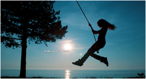 ♦ Photoshoot de Victoria pour pour la Journée mondiale du jeu ▬ 30 Juillet 2011