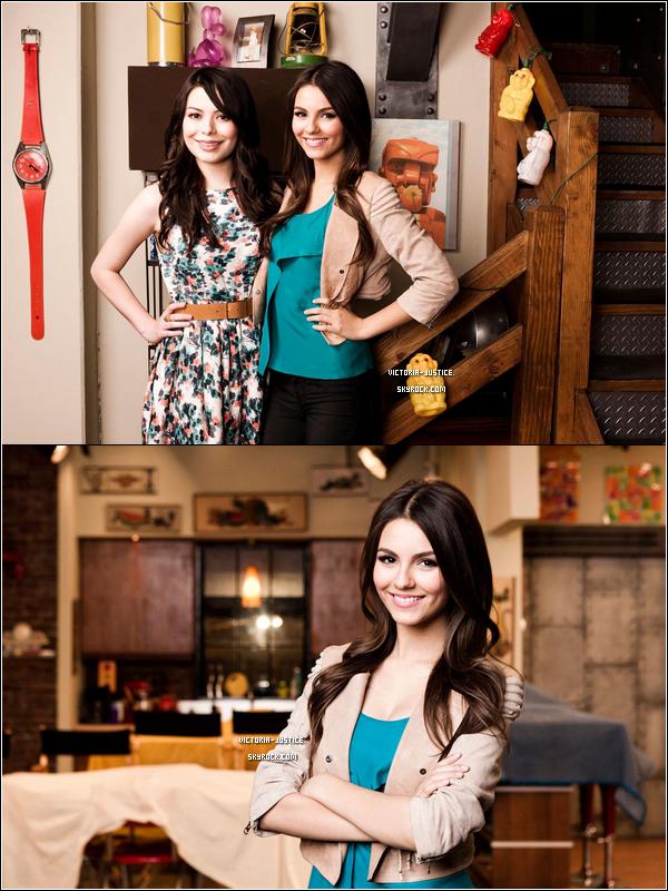 2011 -  2 nouvelles photos d'un photoshoot pour le New York Times avec Victoria & Miranda Cosgrove