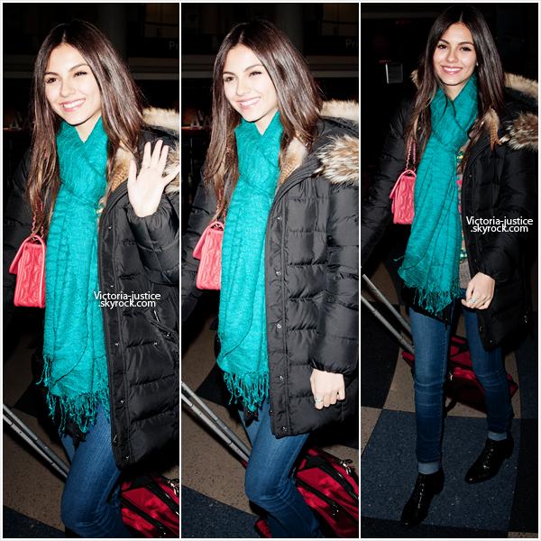 19/02/12 Victoria a été vu arrivant à l'aéroport de LAX. TOP ou FLOP ?