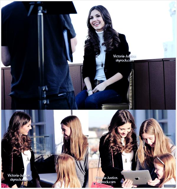23/02/12 Victoria rencontre quelques uns de ses fans à Madrid à l'issue d'un concours