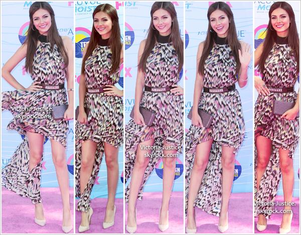 22/07/12   Victoria a assisté aux Teen Choice Awards 2012 et a remis un prix avec Chris Colfer de Glee.