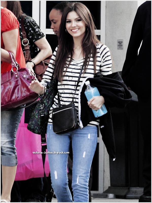 14/09/12   Victoria quitte le studio de Chelsea Lately à LA+ Donne un Concert au Elitch G.Theme Park à Denver