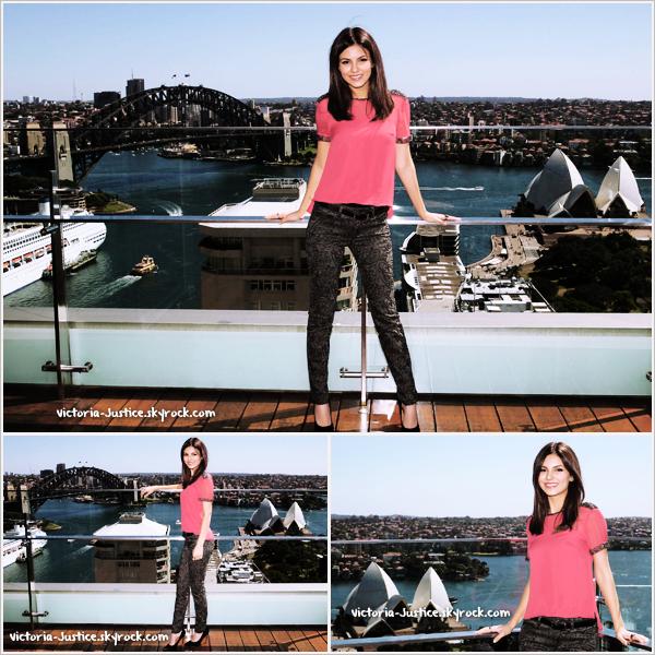 12/11/12   Pour la fin de son séjour en Australie, Victoria s'est fait photographiée par le photographe Don Arnold à Sydney. Tu aimes ?