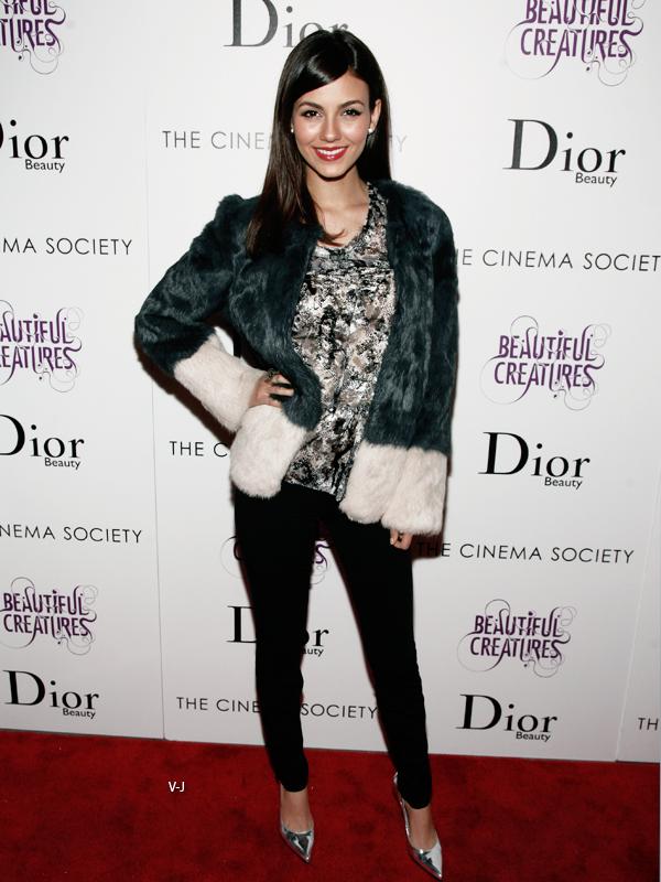 11/02/13   Victoria assistait à la projection de Beautiful Creatures au  Cinema Society & Dior Beauty Presents à NY