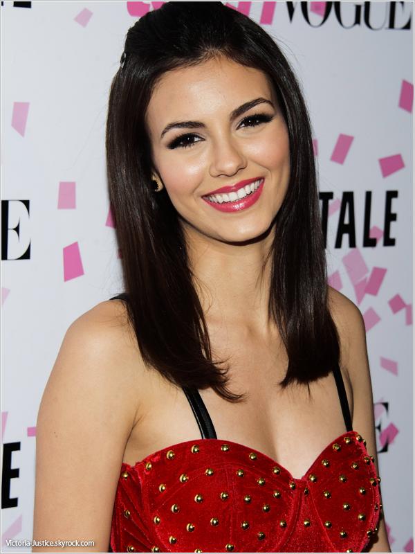 7/02/13   Victoria était au 10ème anniversaire de Teen Vogue pour la Sweet 16 de Chloe Moretz à New York City.