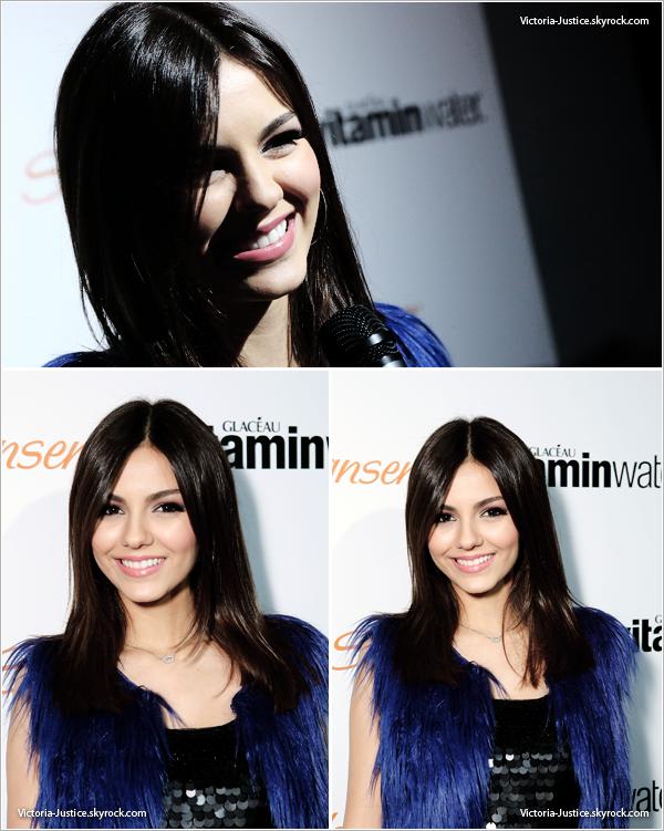 17/12/12   Victoria était à la Sweet 16 d'Hailee Steinfeld au Rolling Stone Restaurant à Los Angeles, Californie.