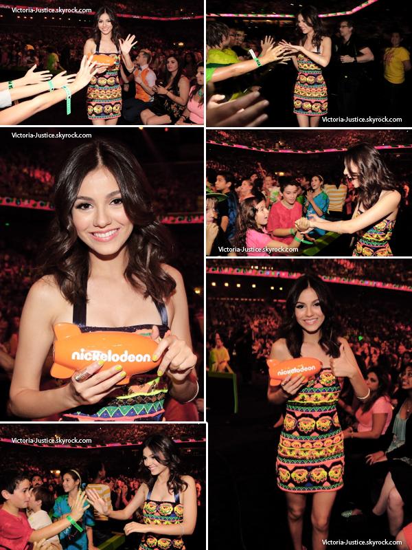 23/03/13   Vic' était au 26ème KCA à Los Angeles, CA. Elle a seulement gagné un prix groupé pour Victorious.