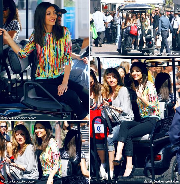 03/04/13   Victoria qui arrive The Grove pour filmer un extrait pour Extra à Los Angeles, en Californie. Ton avis?