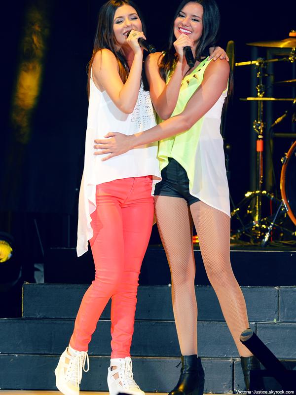 5 Juillet 2013 | Victoria et sa soeur chantaient au SBT au Cruzan Amphitheatre à West PM