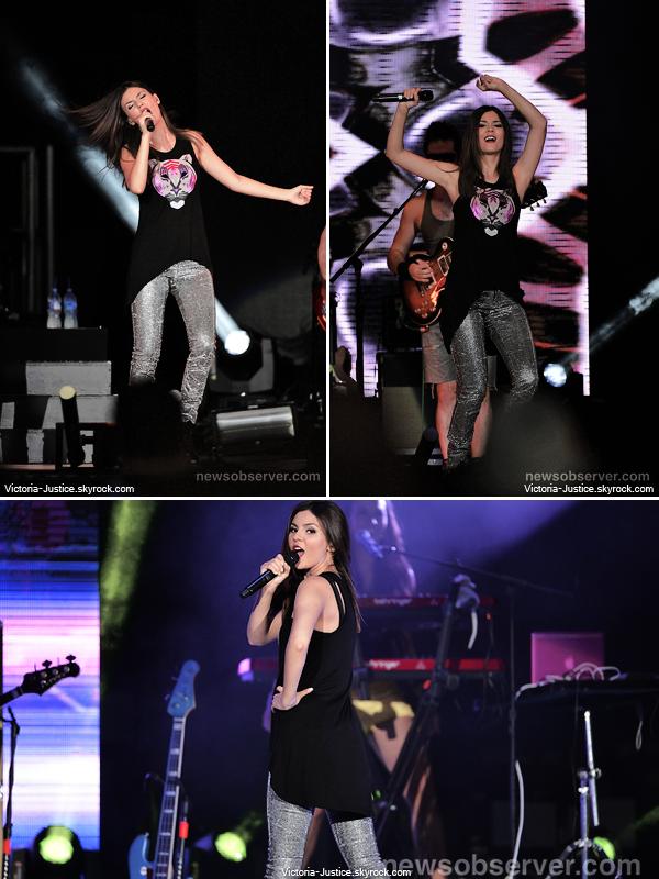 7 Juillet 2013 | Vic' chantait durant le SBT au Time Warner Cable Music Pavilion, Raleigh
