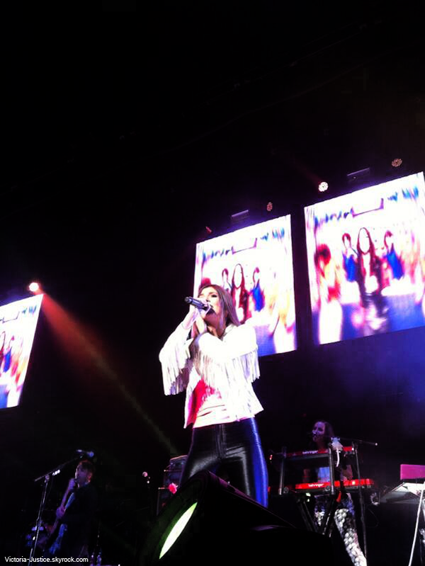30 Juin 2013 | Vic' chantait durant le SBT au Chesapeake Energy Center Oklahoma City, OK