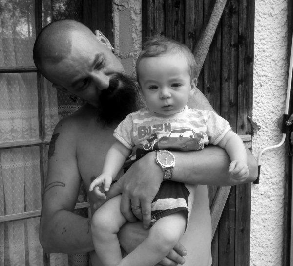 « Un père n'est pas celui qui donne la vie, ce serait trop facile, un père c'est celui qui donne l'amour. » de Denis Lord