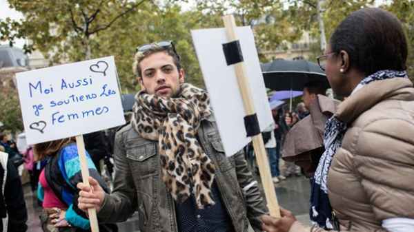 MACRON CONTRE DIEU DÉCLARE LA FEMME L'ÉGAL DE L'HOMME DANS SA RÉPUBLIQUE