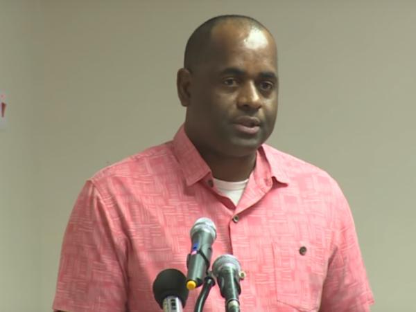 DOMINIQUE: DÉVELOPPEMENT POLITIQUE ET ÉVOCATION DU DIEU CRÉATEUR !!!