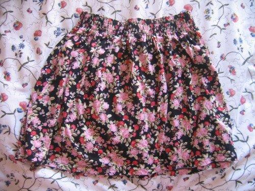 Jupe taille haute Lefties (ancien magasin de destockage Zara) portée quelques fois, c'est une taille M