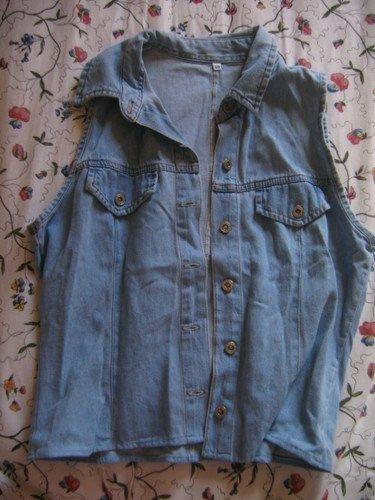 Chemise sans manche en jean trouvée en friperie, la taille indiquée est 40