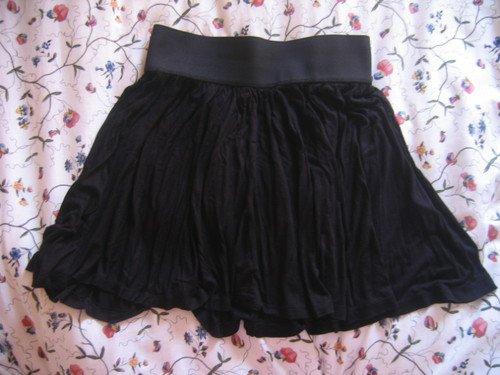 jupe noire H&M taille 36 (taille haute, pouvant aussi se porter taille basse)