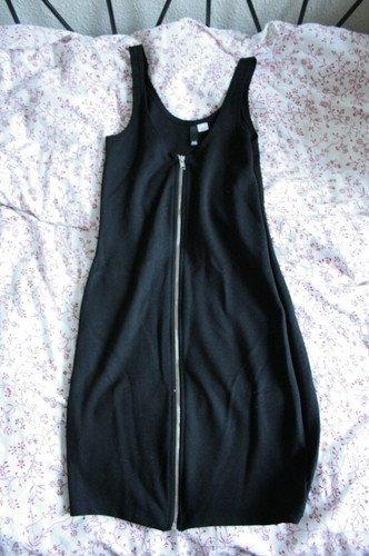 Robe noire zippée H&M taille 40 qui correspond davantage à un 38