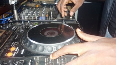 DISCO FEVER MIXER PAR DJ EMDI & DJ FAB AU B2B LOUNGE BAR (Bonapriso dla/cameroun) suite
