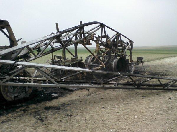 incendie d'engin agricole à DOMMARTIN SOUS HANS le 01/04/2012