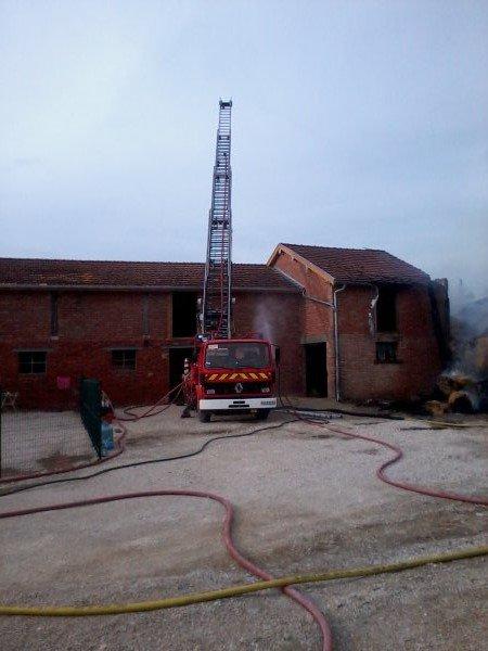 feu de batiment agricol à Berzieux (51)