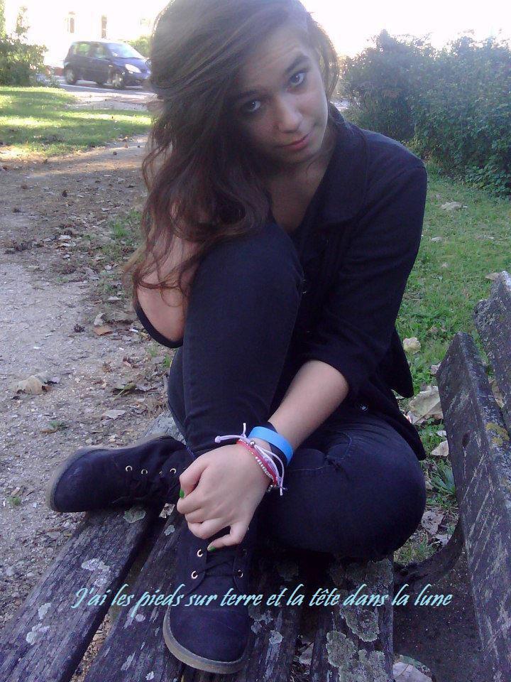 """""""Un seul être vous manque, & tout est dépeuplé"""" - Lamartine ♥."""