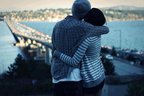 L'amour n'est pas l'amour s'il fane lorsqu'il se trouve que son objet s'éloigne. Quand la vie devient dure, quand les choses changent, le véritable amour reste inchangé. ♥.