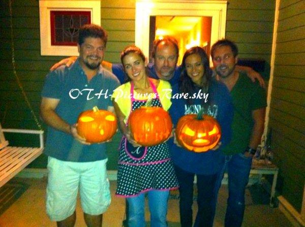 Découvrons ensemble, plusieurs photos de Jana lors de la terrible soirée d'Halloween