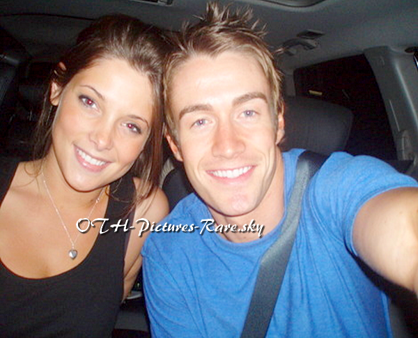 Ashley Greene & Robert sous le charme l'un de l'autre ..