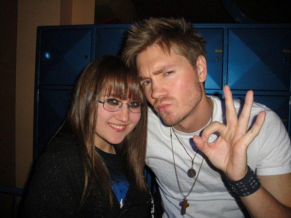 Chad et une fan qui pose souvent avec des célébrités..